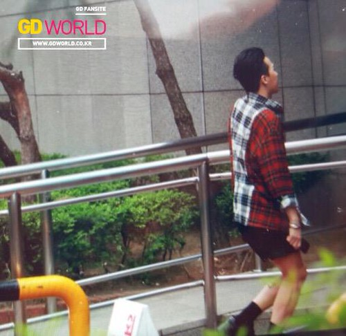 BIGBANG KBS Music Bank arrival 2015-05-15 cr on pic 013