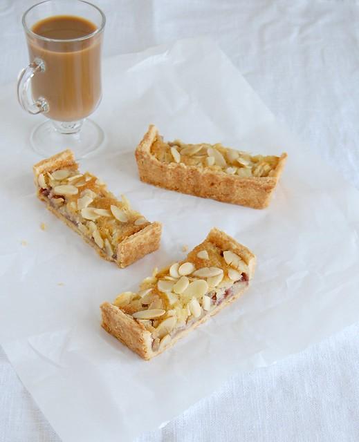 Apple berry almond tart / Torta de amêndoa, frutas vermelhas e maçã