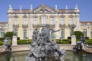 http://hojeconhecemos.blogspot.com/2012/10/jardim-do-palacio-nacional-queluz.html