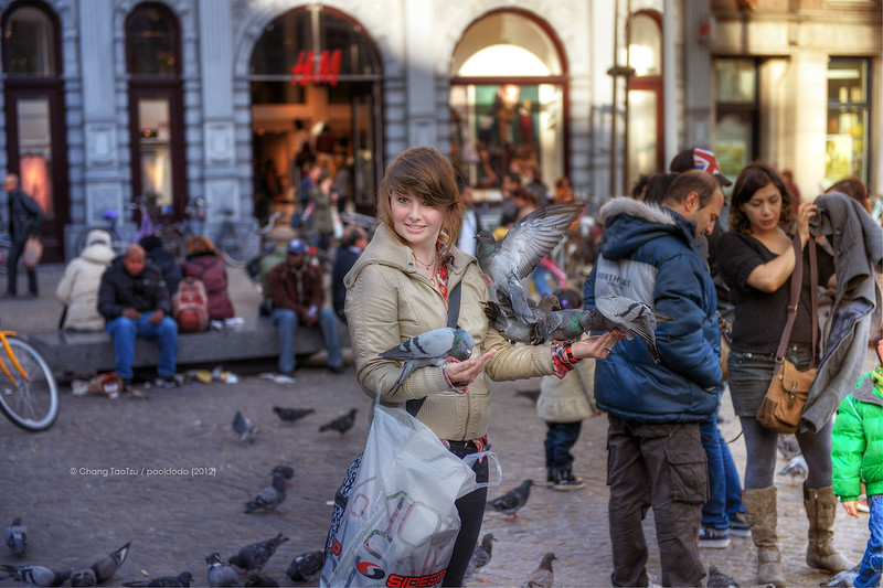[street] girl and pigeon