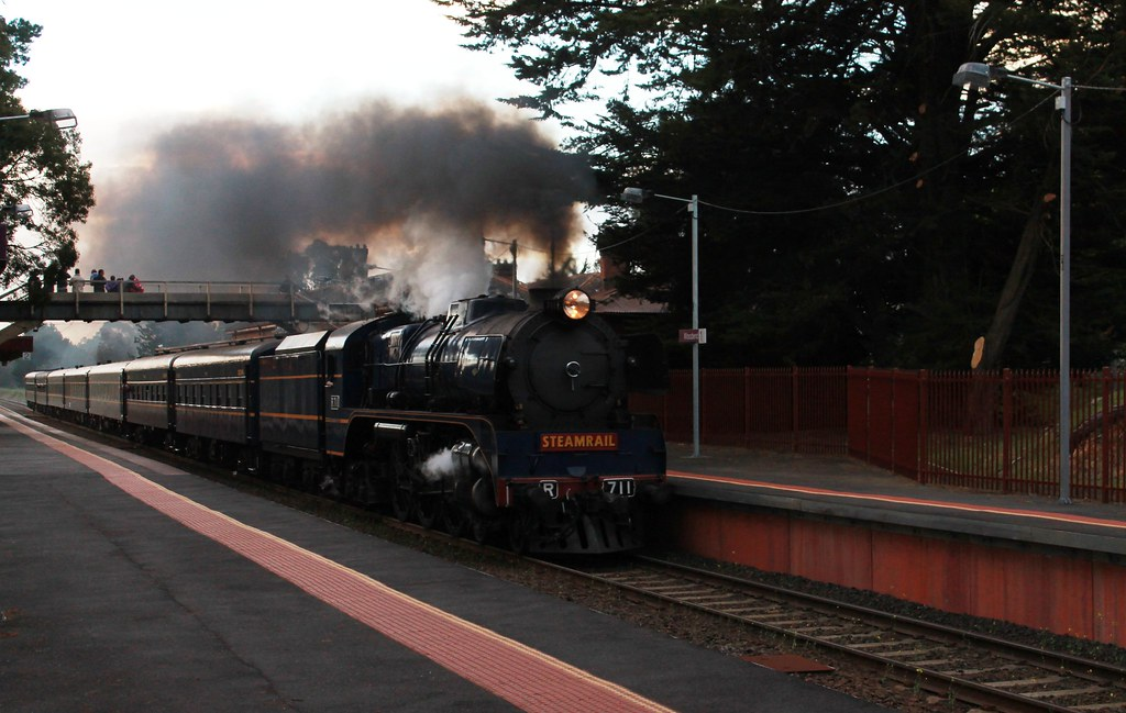 R711 powering through Woodend Station by S312 Photography
