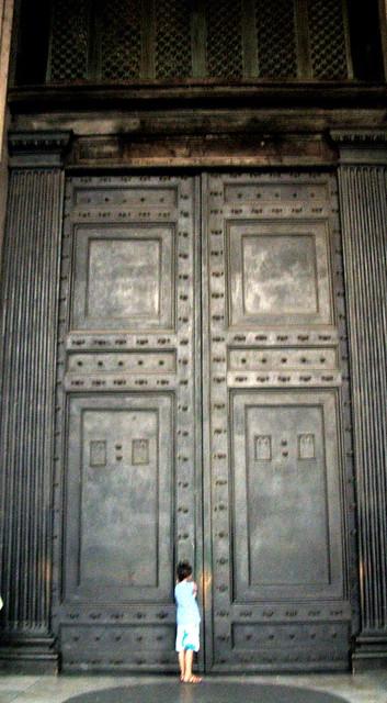 Th big door pantheon rome flickr photo sharing for Big entry doors