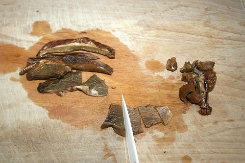 25 - Steinpilze grob zerkleinern / Grind porcini