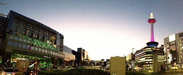 京都駅の夕方。