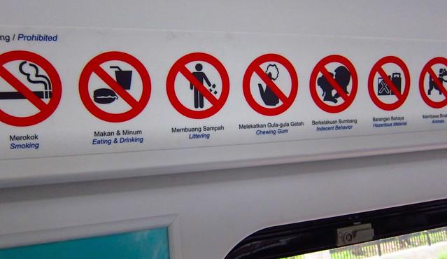 Il faut bien se comporter dans les trains de banlieue à Kuala Lumpur!