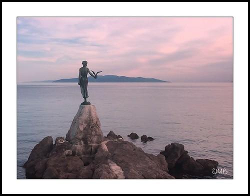 abbazia acqua mare scoglio cielo ragazza gabbiano croazia