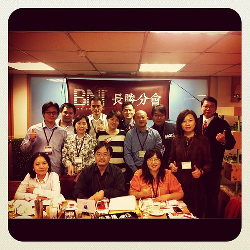 BNI長勝分會:早餐會會員們與來賓合照2012.11.13(二) by bangdoll@flickr