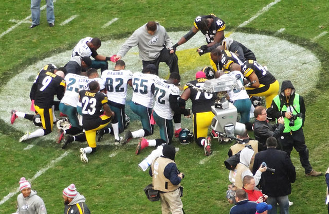 nfl-prayer-circle