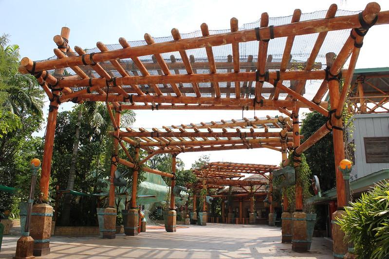 Universal Studios Singapore - The Lost World