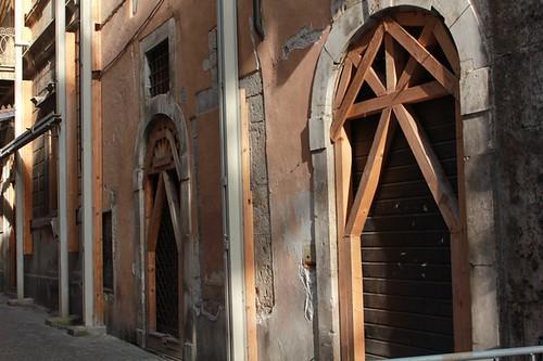 le strutture di sostegno dei palazzi danneggiati