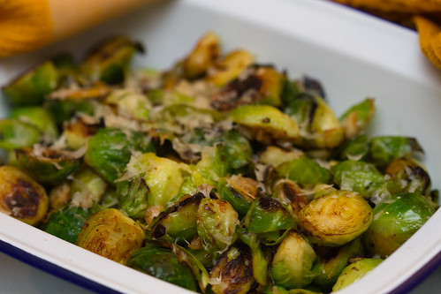 Sautéed Brussels sprouts with lemon, garlic and cheese / Praetud rooskapsad küüslaugu, sidruni ja juustuga