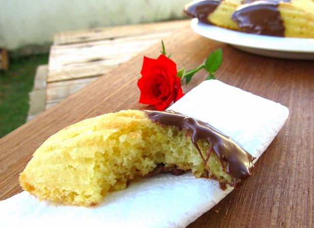 Receita de madeleine de laranja e cobertura de chocolate