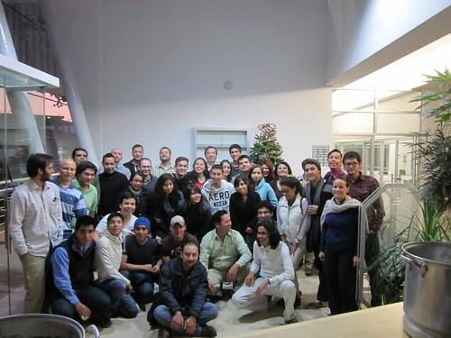 Adornando el Arbol de Navidad del CIDE Region Centro