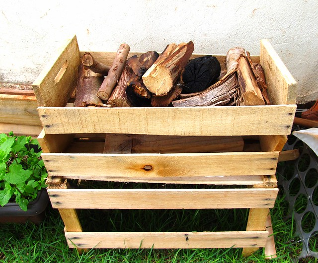 Caixas de verduras para guardar lenha