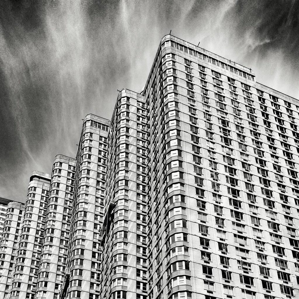 Building pattern  #Newyork #nyc #newyorkcity #manhattan #Photo #Photography #Travel #travelgram #trip #iloveny #ilovenyc #newyorkphoto #instacool #instanewyork #mynyc #bigapple #Architecture #archilovers #thebigapple #igers #newyorknewyork #narcitynewyork