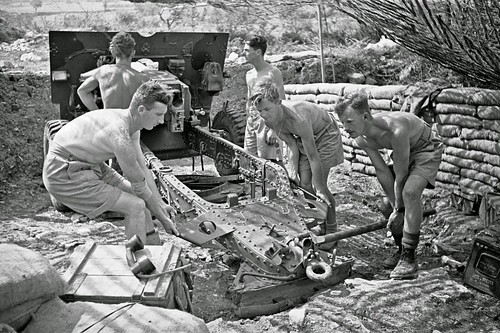 New Zealand QF25pdr  adjusting for a new target in Cassino 17th May 1944.