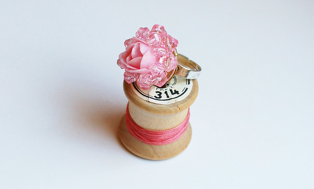 Quick Craft: Glue A Thing Ring