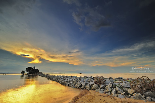 PANTAI PENYABUNG by nurshammamat