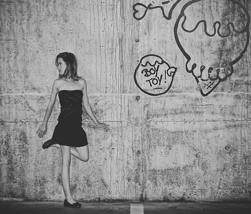 [フリー画像素材] 人物, 女性, モノクロ, ワンピース・ドレス, カナダ人 ID:201211161400