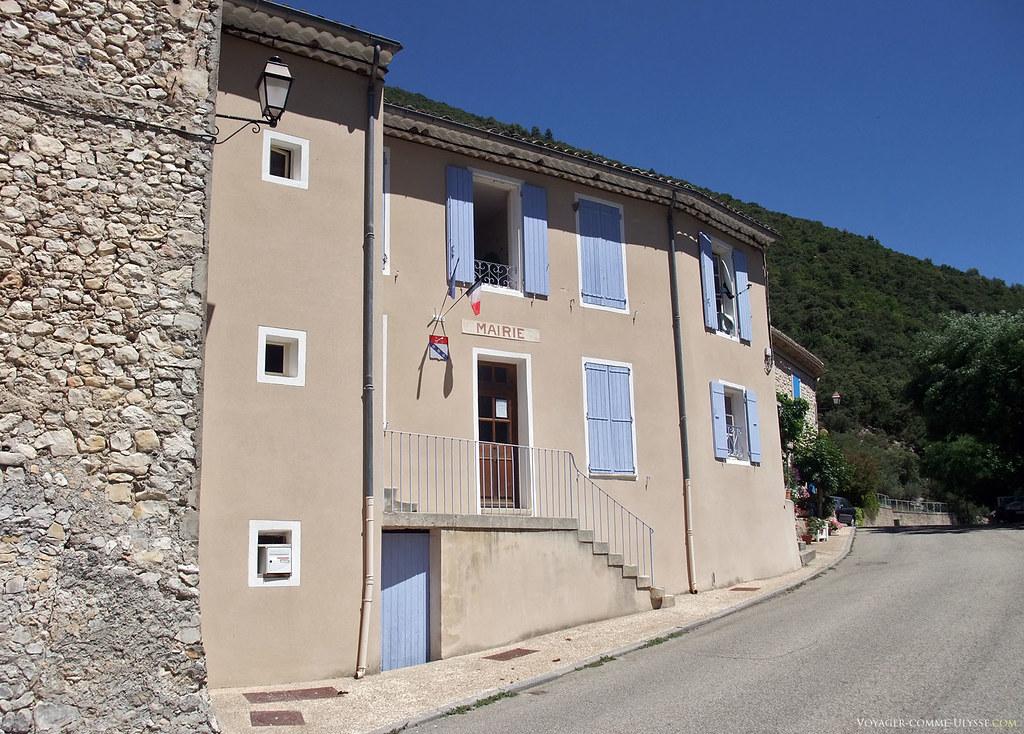 La mairie du plus petit village du Vaucluse.