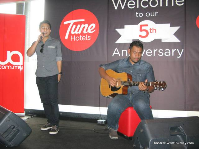 Awan Band at Tune Hotels & Gua's 5th Anniversary