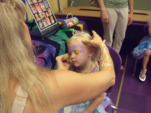 Kaitlyn age 3 getting face paint - 07-17-10