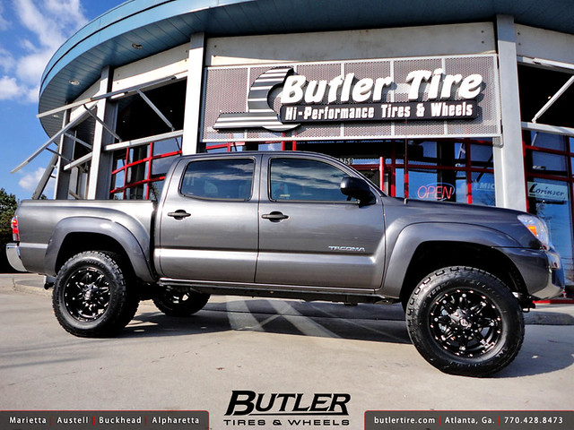 Toyota Tacoma with 18in Fuel Hostage Wheels | Flickr ...