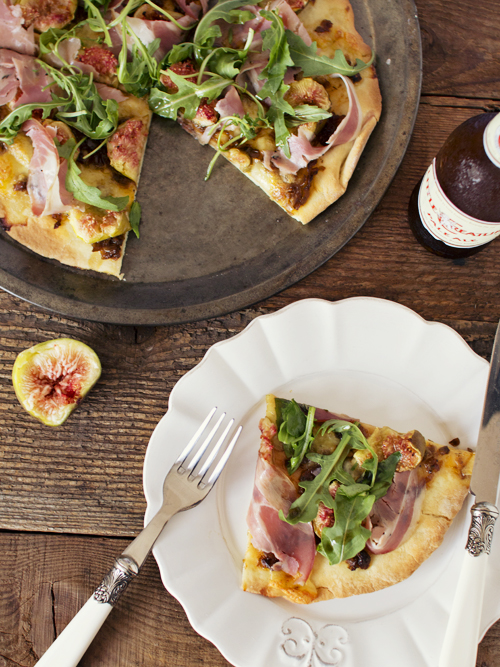 fig, pancetta and bocconcini pizza