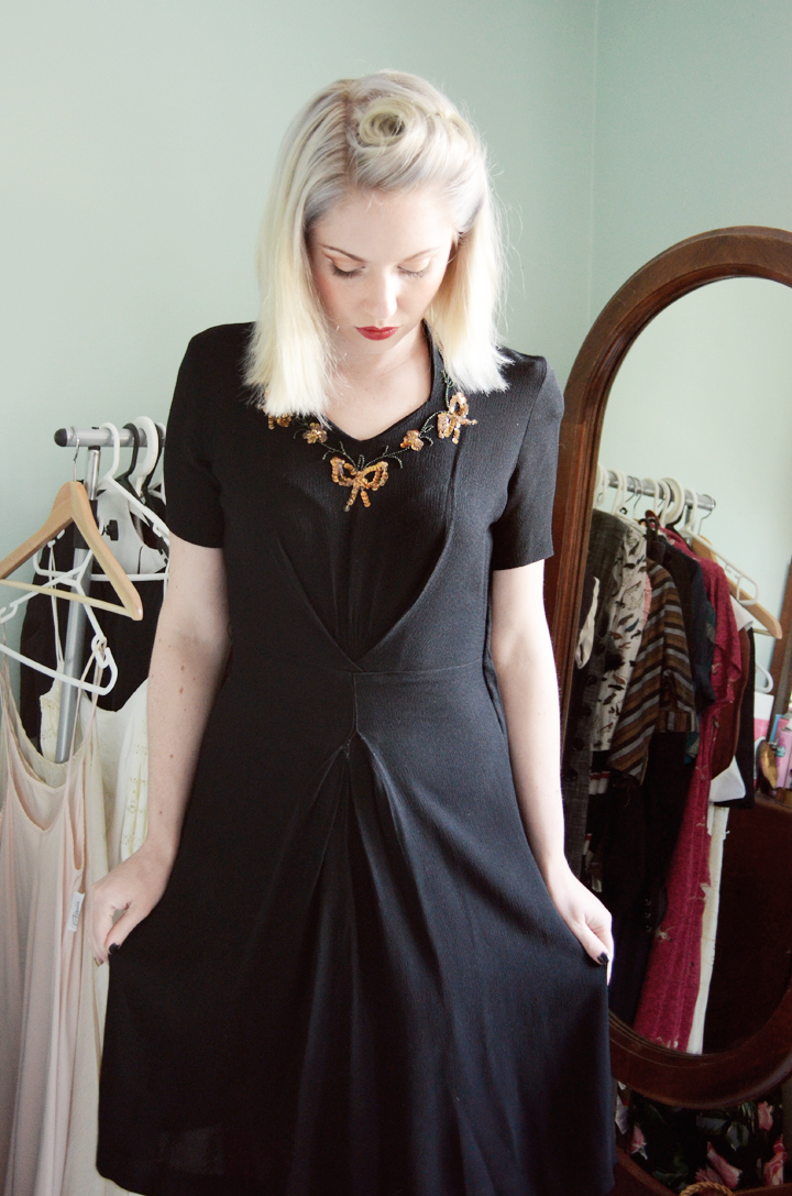 1940s dress black and gold sequins e