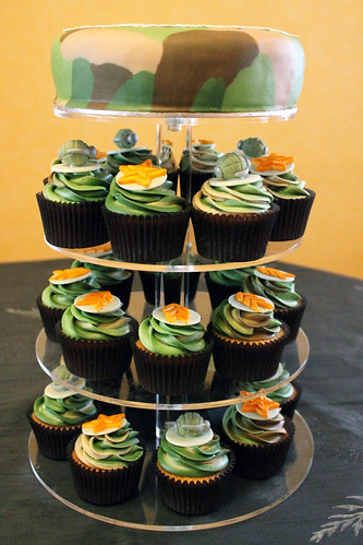 Tristan's army theme camouflage cupcakes 03