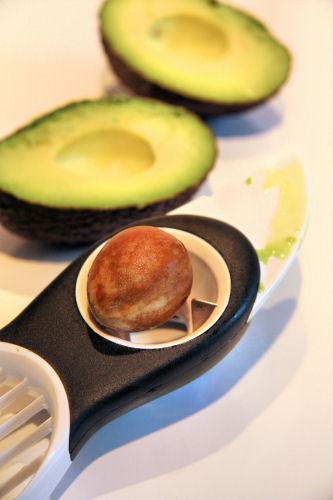 avocado stoning IMG_6133 ch  R