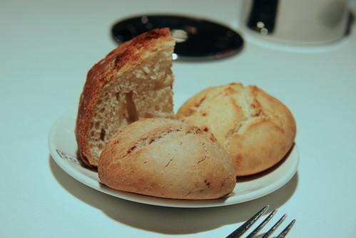 Restaurante Solana - Pan Ríºstico, pan de uvas pasas y nueces, y pan de cebolla