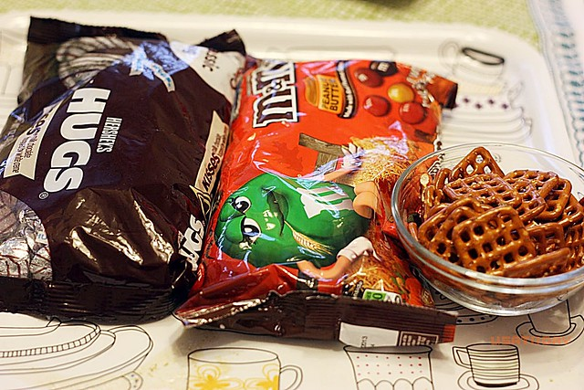 紐扣巧克力扭結餅 M&M with pretzel 2