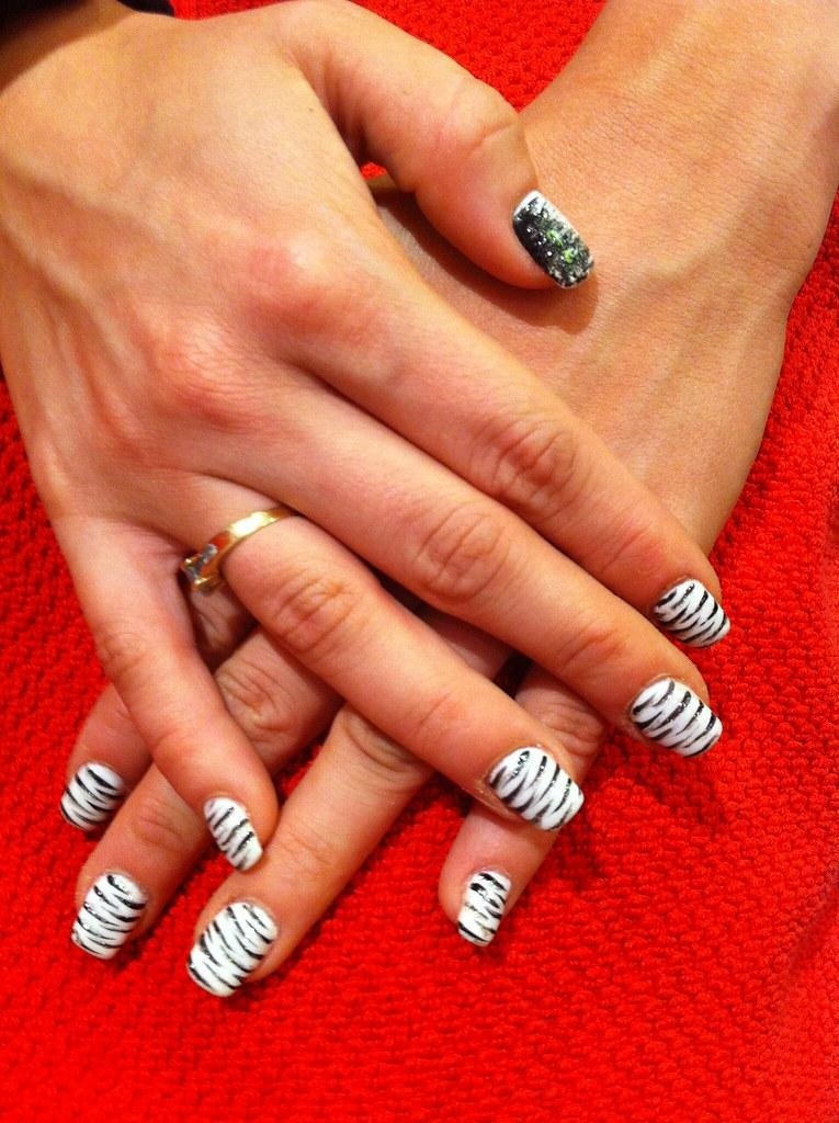 6 ongle gel blanc decor zebre nail art french manucure. Black Bedroom Furniture Sets. Home Design Ideas