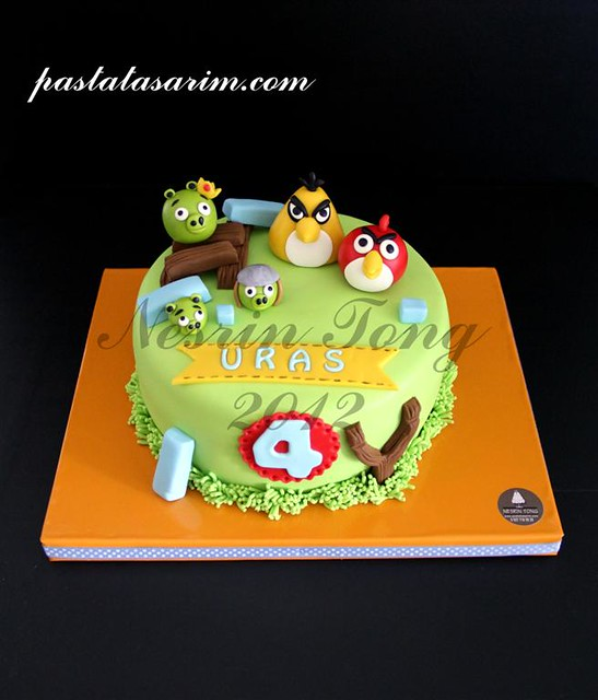 uras angry birds cake (Medium)
