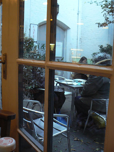 charlie's café dehors.jpg