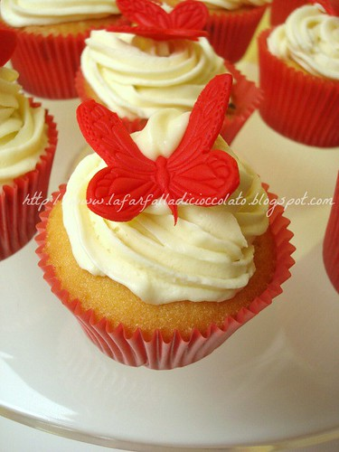 Red butterfly cupcakes 2