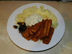 Fish fingers, tartar sauce, mushrooms, mash