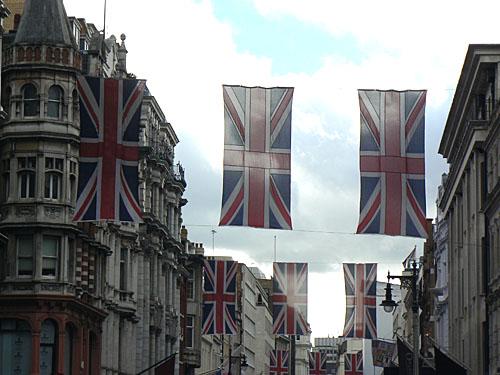 drapeaux sur New Bond Street.jpg