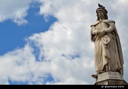 sky bird statue clouds square ic nikon pigeon south von hans himmel wolken german poet taube der alto tyrol südtirol bolzano bozen walther adige itlay vogelweide waltherplatz minnesang minnesänger eisenreich mygearandme