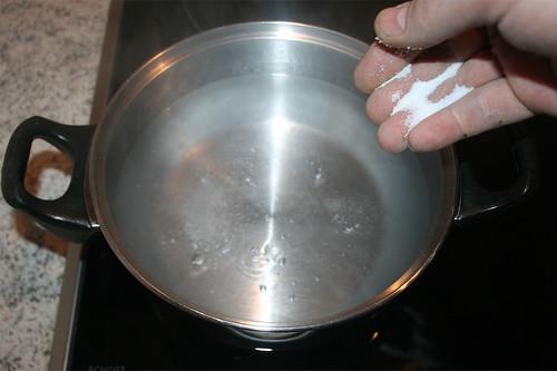 16 - Wasser salzen / Add salt