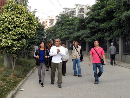 Trip to Fuzhou - walking to meet relatives