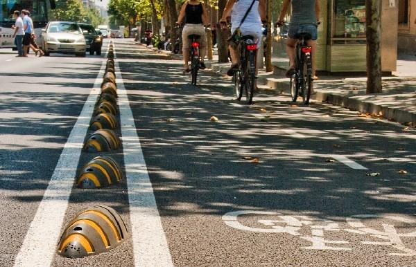 separador-carril-bicicleta-plastico-reciclado-ecologico-seguro-barcelona4