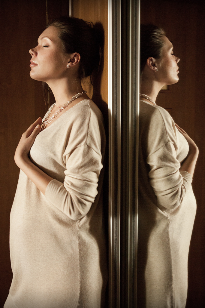 Фотосессия беременности в интерьере