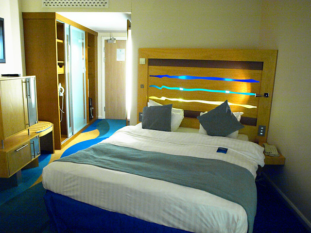Bedroom, Radisson Blu Hotel, Stansted Airport, London
