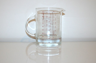 05 - Zutat lauwarmes Wasser / Ingredient lukewarm water