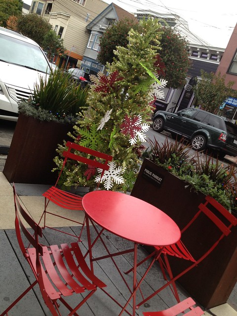 Christmas parklet, 24th Street