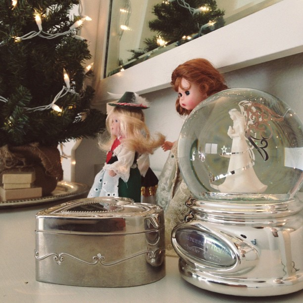 cleaning and decorating my christmas baby's room #youcanseethetopofherdresser! #mysweetcollectorandhergrottos