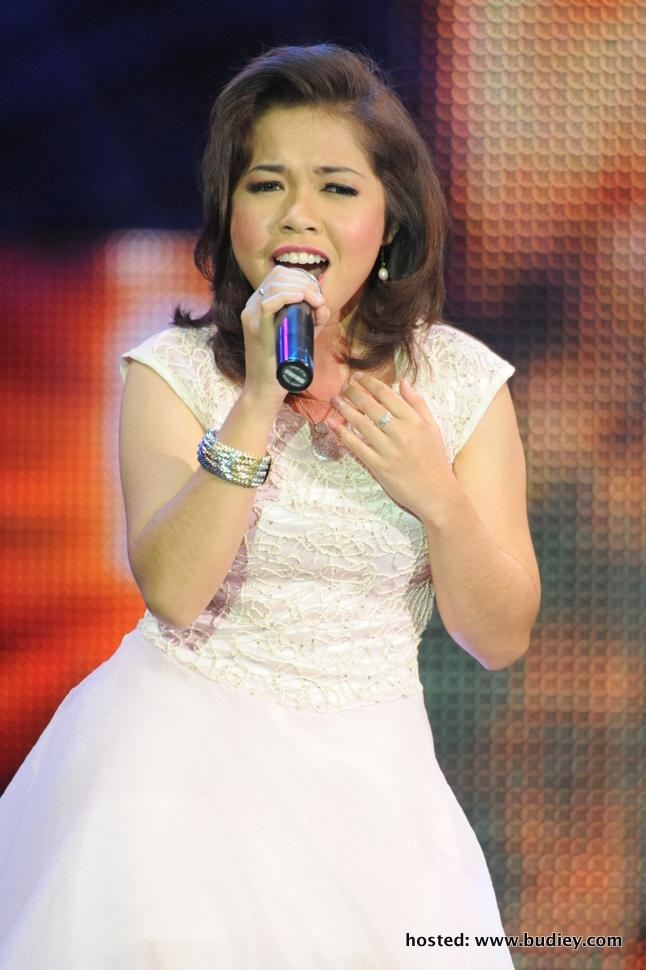 Nadeera muncul sebagai peserta terbaik di konsert VOKAL 2 ke-7 menerusi lagu Pelangi Senja