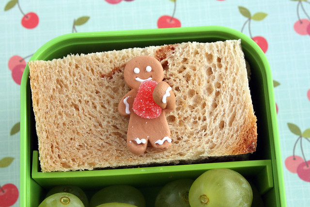 Preschool Bento #372: Gingerbread detail